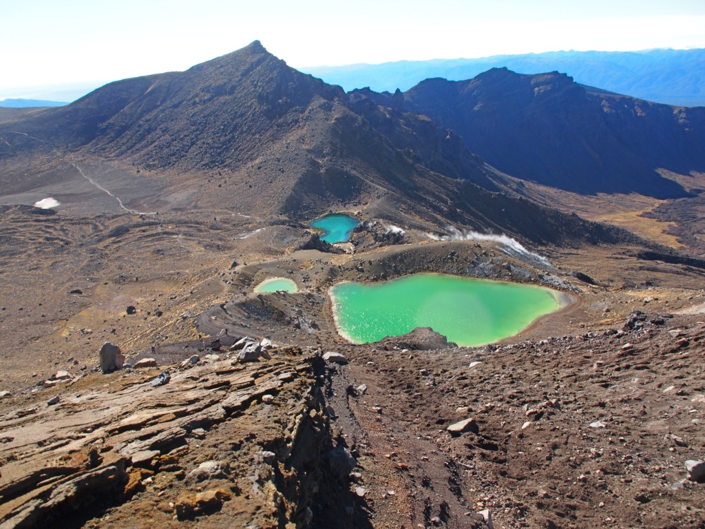 Emerald lakes tongariro alpine crossing