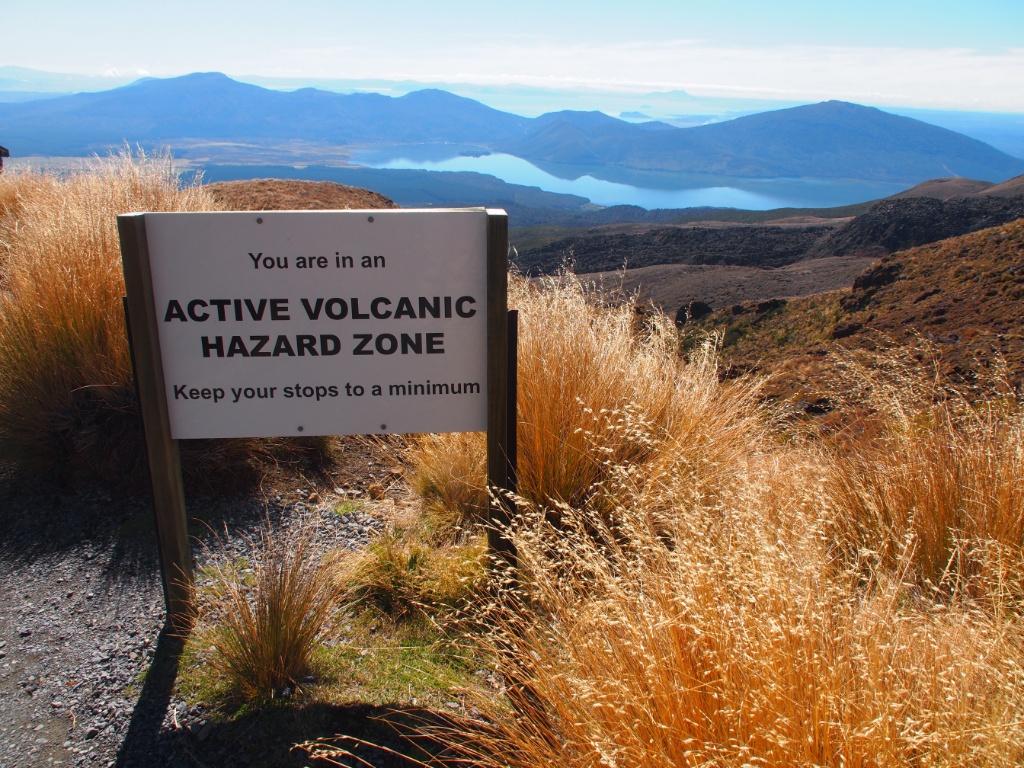 Warnschild vulkan