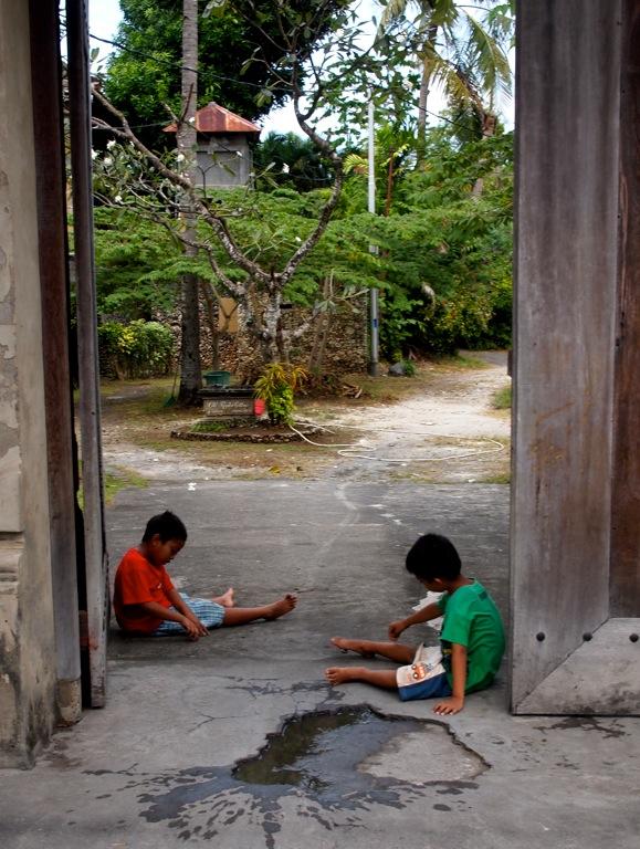 Spielende Kinder Bali